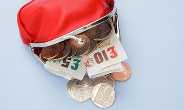 Money-in-purse-005